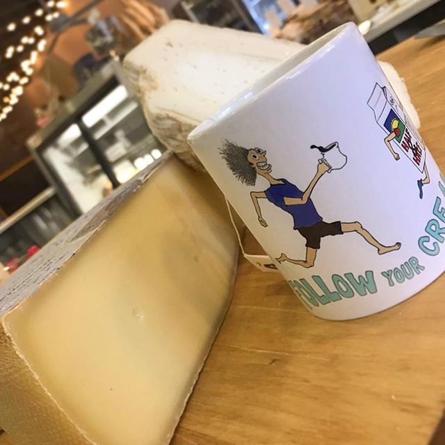 ?Come escape the rain ?and grab some cheese, like Viamala, a buttery raw cow cheese from Austria! Or, try something like Ticklemore, a pudgy and bright goat cheese from the UK! Never forget to follow your creams?? 3/21/18 #milkfarmlunch •SPECK: double cream fromage de meaux, baby kale, and fig jam on ficelle •VEGGIE: kale Marcona almond pesto, fresh basil, oven roasted tomatoes, and provolone on ficelle •MUFFALETTA: salami rossa, fresh mozzarella and burrata, Muffaletta mix (olive salad from Louisiana), fresh herbs, cracked black pepper, baby kale, garlic aioli, and EVOO on ciabatta •TURKEY MELT: Smoked turkey breast, house sundried tomato fennel relish, garlic aioli, smoked mozzarella, and fontina on multigrain