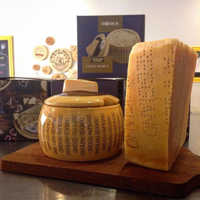 The king of cheese, Parmigiano-Reggiano, deserves a proper throne?......3/8/18 #milkfarmlunch SPECK: fig jam, fromage D'Affinois, arugula, cracked pepper on ficelle •CHEESEMONGER'S FICELLE: Lady Edison extra fancy country ham, herb butter, cracked pepper •CLAUDINE: wine-cured salami, herb butter, Gruyere, and cucumber on ficelle •EGGPLANT PARMIGIANA: roasted eggplant and tomatoes, arugula, olive tapenade, buffalo mozzarella, aioli and balsamic drizzle on ciabatta •SIGNATURE GRILLED CHEESE •COOKIES