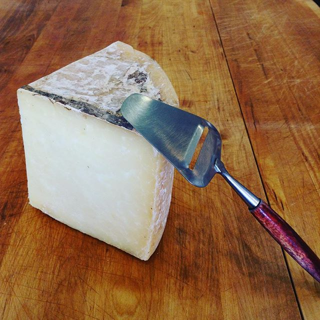 Meet one of the staff favorites here at Milkfarm: BANDAGED BISMARK! This cheddar style cheese is made in Vermont with 100% sheep's milk. The wheel is rubbed with smoked lard before getting its cloth bandage and is then aged at Crown Finish Caves in Brooklyn, NY. The paste tastes like strong brown butter, toasted walnuts, and just a hint of grassy earth. SO GOOD. 04/11/2018 #milkfarmlunch 1) CHORIZO PAMPLONA: fried tomato sauce, cilantro, Tronchon cheese, pickled peppers, & EVOO on baguette 2) GENOA: olive tapenade, provolone, fresh basil, & EVOO on focaccia (veggie option available) 3) ROASTED VEGGIE: roasted asparagus, shallots, arugula, burrata, fresh herbs, & EVOO on ciabatta (OPTION TO ADD PROSCIUTTO) 4) MILKFARM GRILLED CHEESE